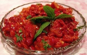 Kırmızı biberli sos