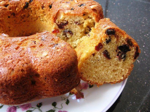 Kuru üzümlü kek