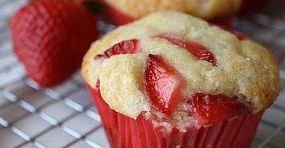 Çilekli muffin