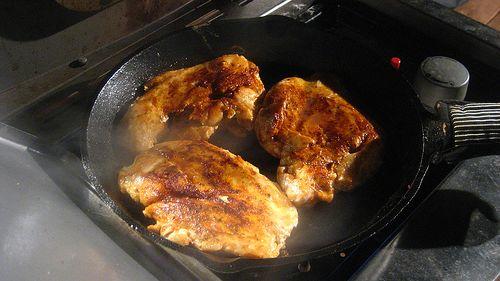 Tavada tavuk yapımı