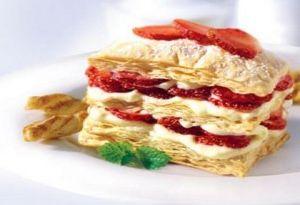 Çilekli milföy pastası tarifi