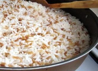 Arpa şehriyeli pirinç pilavı yapılışı