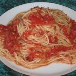 Soslu spagetti makarna